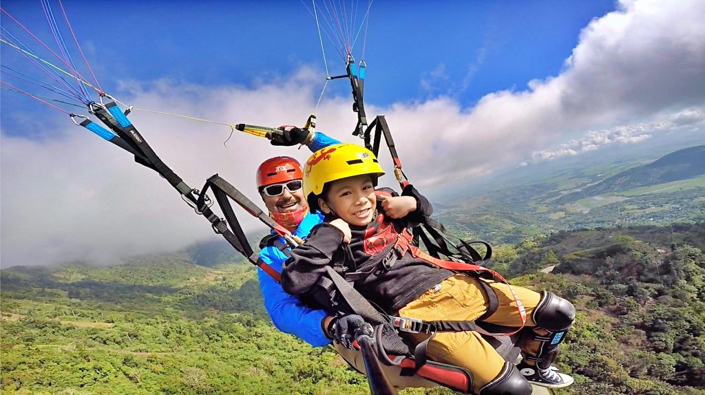 This image has an empty alt attribute; its file name is nueva-vizcaya-paragliding.jpg